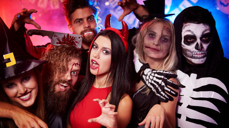 5 Costumes to Stay Away From This Halloween 🎃 -